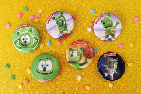 button-set-on-yellow-glitter-600
